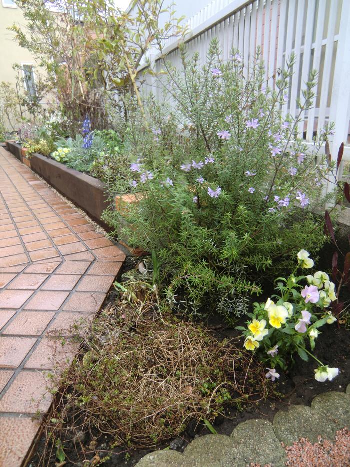 レンガと枕木の植栽ボックスの写真2